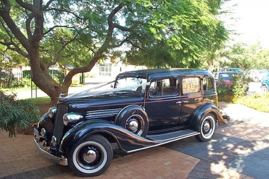 3--1935-Buick-Town-Sedan-(Dark-blue)