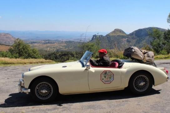 10--1961-MGA-Roadster--(Cream)